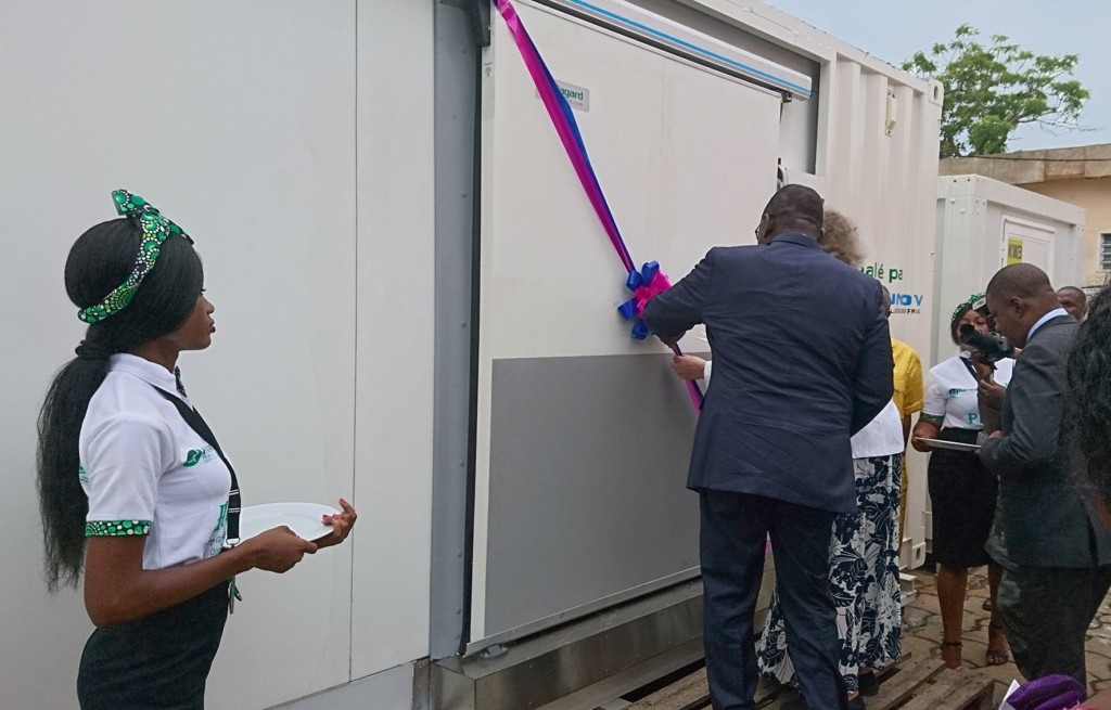 Cutting of the ribbon by Mr. Gaston Dossouhoui, Minister of Agriculture, Livestock and Fisheries of Benin, and Ms. Dale of Partners for Development USA