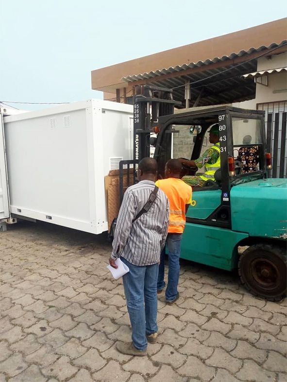 <br>Unloading of the 2 containers and storage of the goods on January 18th by the SINEB team