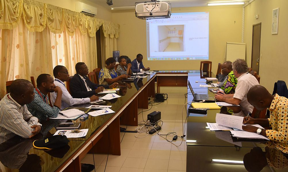 <br>Presentation of the solar cold room's technical design to officials from the ANAC(National Agency of Civil Aviation of Benin) and the UGAB, manager of Benin airports (March 2018)