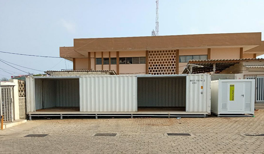 <br> <br><br>Cutting and assembly of the containers -Pose of the energy shelter
